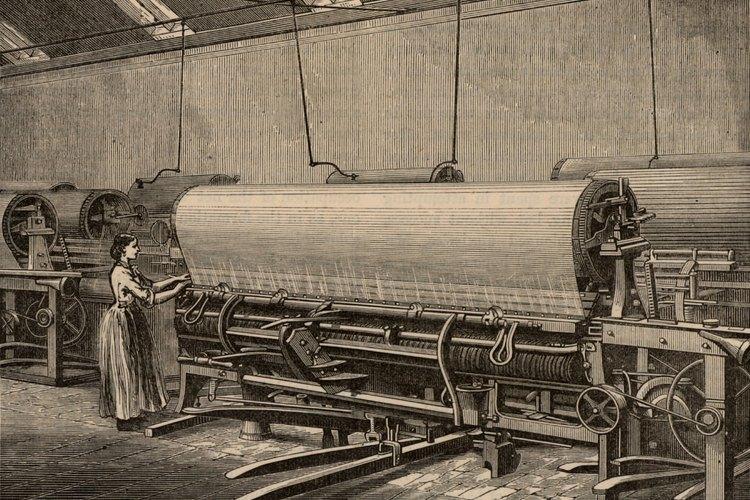 El telar comenzó a ser impulsado por agua y luego a vapor muy temprano en la Revolución Industrial.