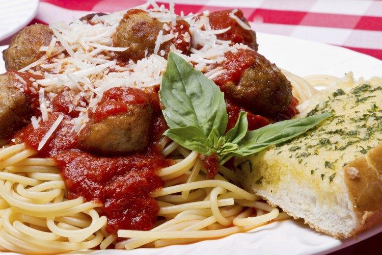 Pasta y albóndigas italianas