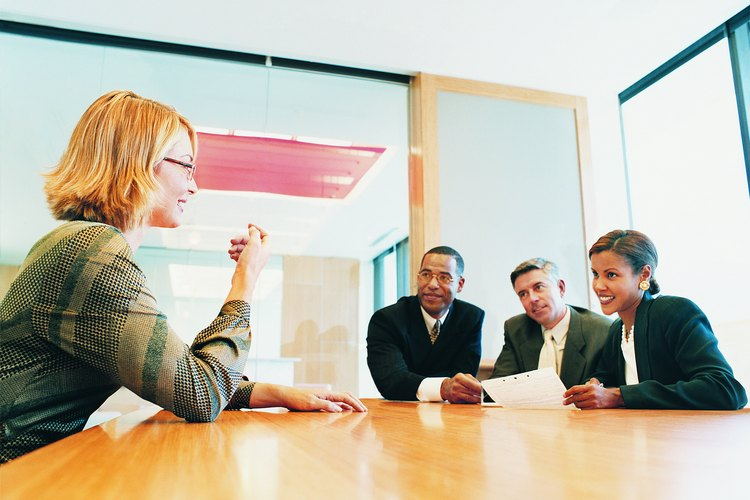 Añadir un borde simple a tu currículum te puede ayudar a que se destaque entre los demás y todavía verse atractivo y profesional.