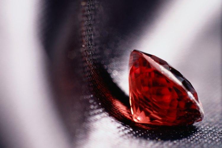 El granate es un buen ejemplo de una piedra espiritual roja.