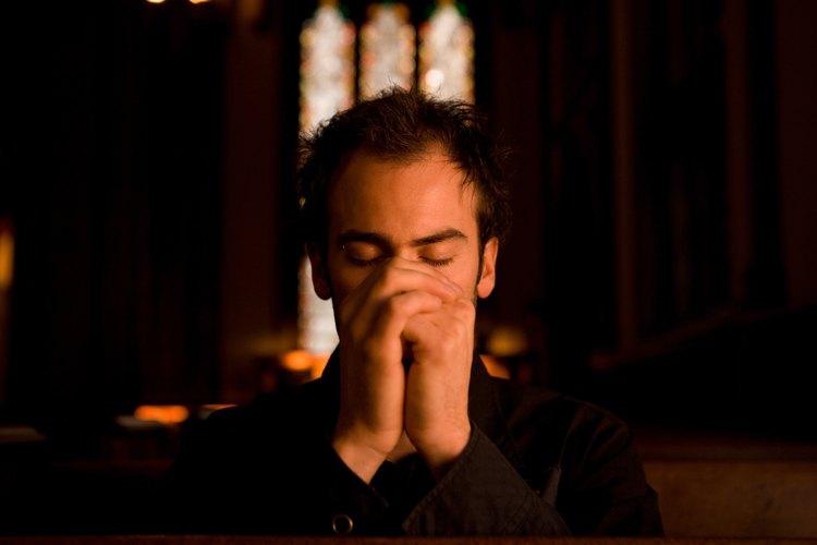 La mayoría de las iglesias, reuniones y organizaciones comienzan sus sesiones con una invocación.