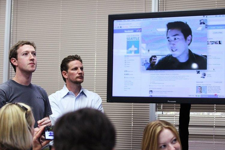 El CEO Mark Zuckerberg y su equipo venden espacios publicitarios en Facebook.