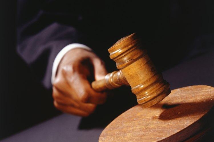 El juez determina si debes ir a juicio o si el caso queda desestimado.