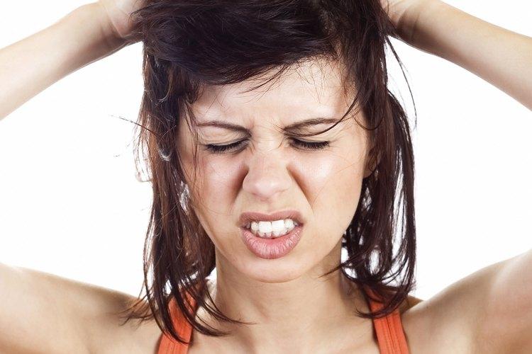 Los piojos viven sólo de la extracción de sangre del cuero cabelludo. Por esa razón, los piojos que se desprenden del cuero cabelludo o del cabello tienen una esperanza de vida relativamente corta.