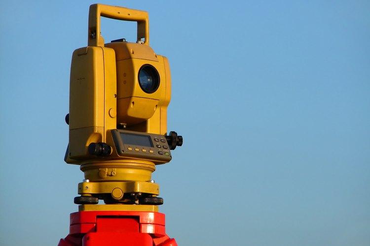La medición de un terreno con GPS utiliza tecnología y cálculos precisos.
