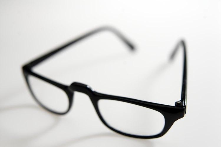 Si tu hijo no encuentra tramas que le gusten por el optometrista, haz una búsqueda en línea para encontrar estilos que se ajusten a su personalidad.