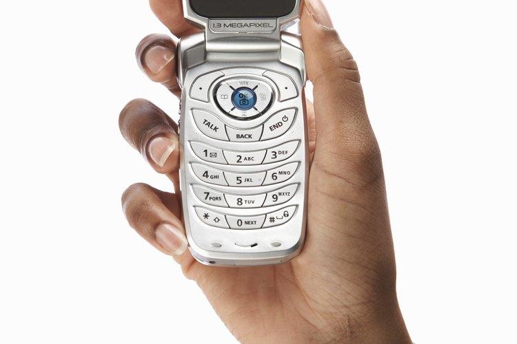 La influencia de los videos de mercadeo en teléfonos celulares es mayor entre los jóvenes que entre adultos de más edad.