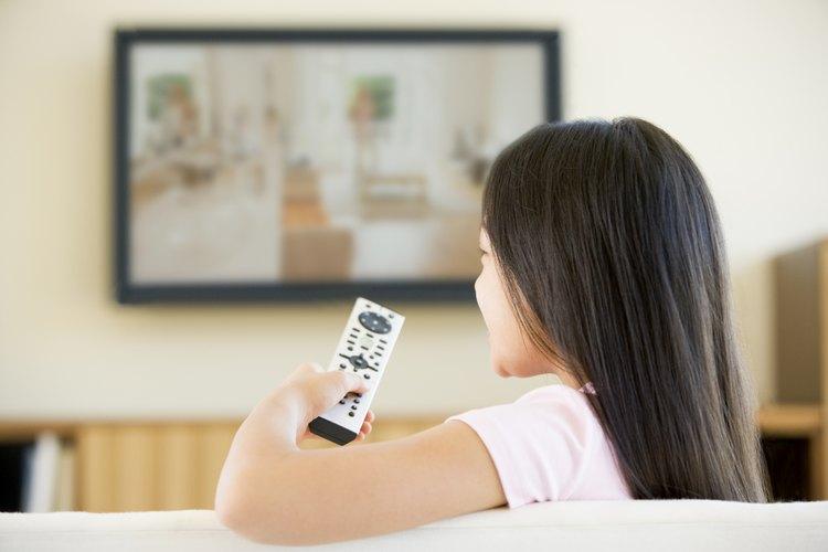 Ver actos violentos en la televisión disminuye la sensibilidad.
