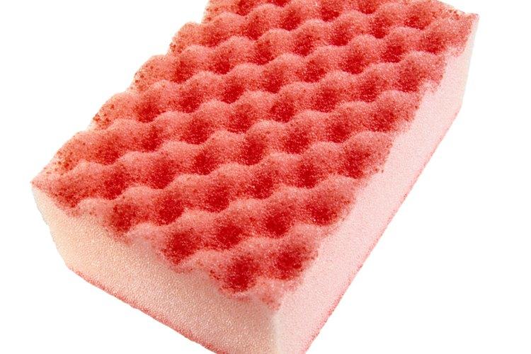 El color más oscuro se obtiene pasando la esponja sobre el color base primero.