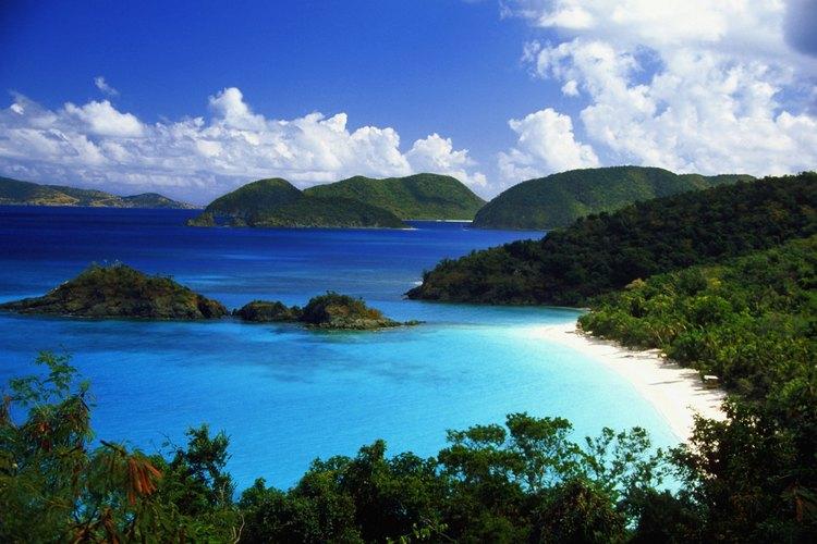 Las islas Vírgenes de EE.UU., en su calidad de comunidad de EE.UU., eximen del requisito de pasaporte y aduanas a los viajeros procedentes del continente.