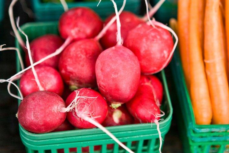 Los pepinos, las zanahorias y los rábanos pueden ayudar a aliviar los síntomas de acidez.