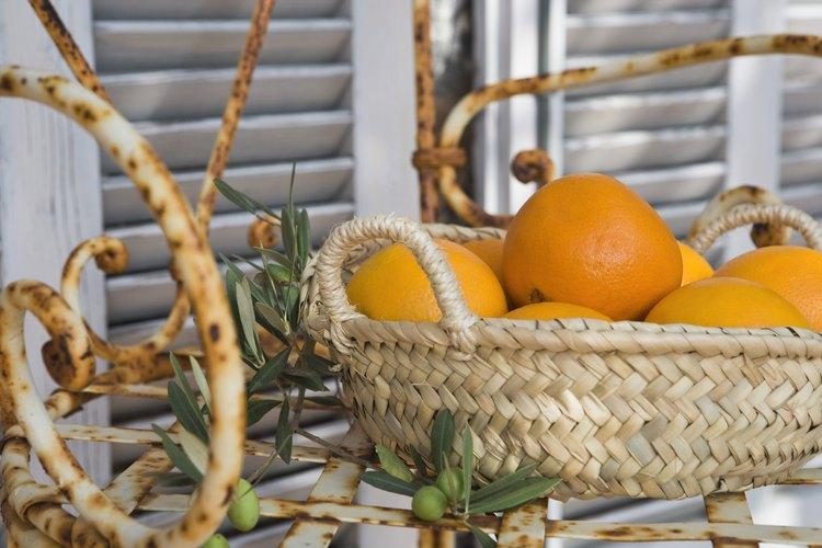 Conserva las cáscaras de naranja secándola o congelándola.