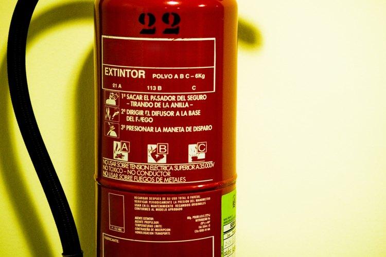 Los extintores de incendios deben desarmarse antes de ser reciclados.