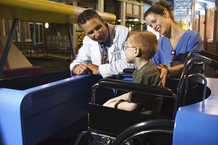 Los niños discapacitados pueden armar rompecabezas, jugar juegos de mesa y juegos de grupo.
