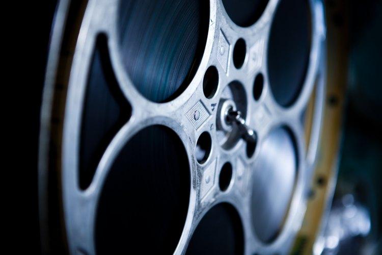 Los cineastas trabajan en una variedad de roles dentro y fuera del set.