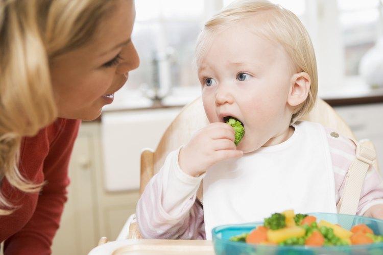 Incrementar los alimentos sólidos le da a tu bebé la nutrición necesaria.