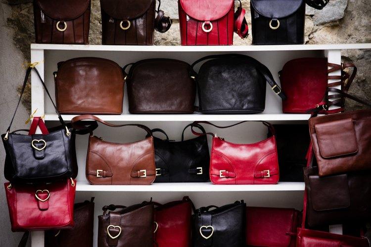 Los bolsos de charol tienen un estilo sofisticado y un brillo vibrante.