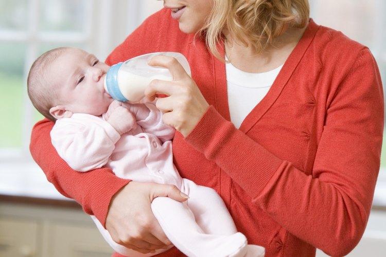 Ya sea con pecho o biberón, alimentar a tu bebé es un momento de unión importante para la mamá y el bebé.