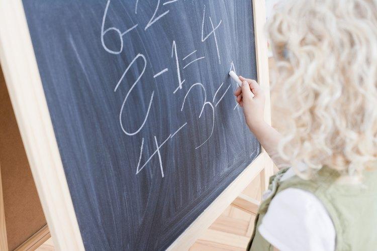 Puedes realizar una resta escrita con más de un cero utilizando el método de pedir prestado.
