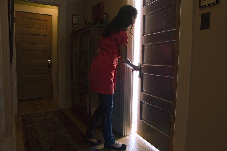 Cambiar la forma en la que una puerta abre también se conoce como invertir una puerta.