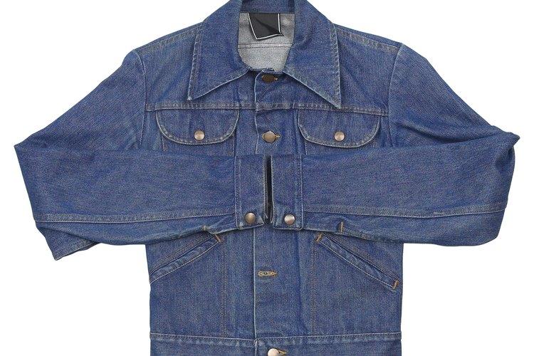 Haz que tu nueva chaqueta de jean parezca desgastada en casa.