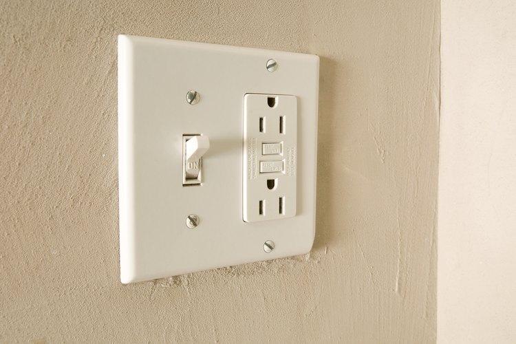 C mo instalar un interruptor y una toma de enchufe for Como instalar un enchufe