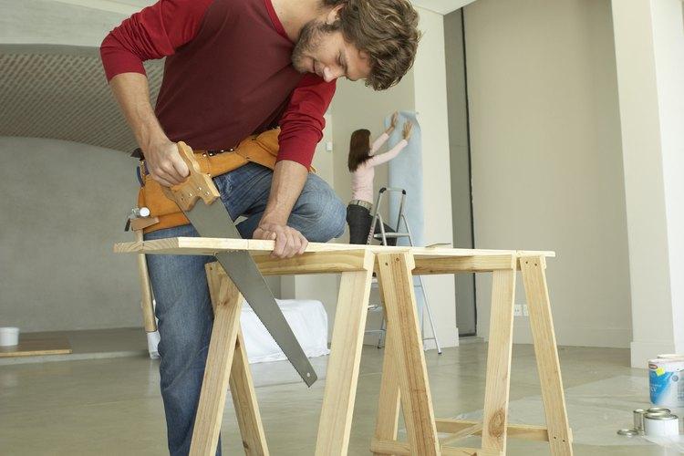 Puedes hacer un taburete plegable para impresionar con tu obra.