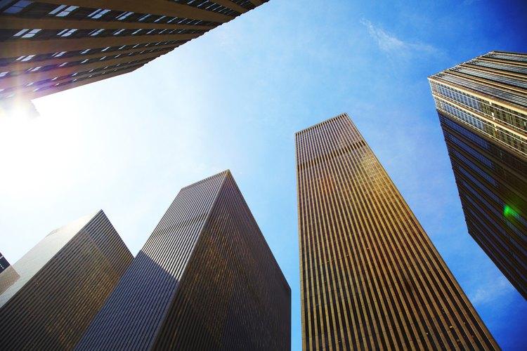 Las empresas multinacionales dominan tanto el perfil de la ciudad como del mercado global.
