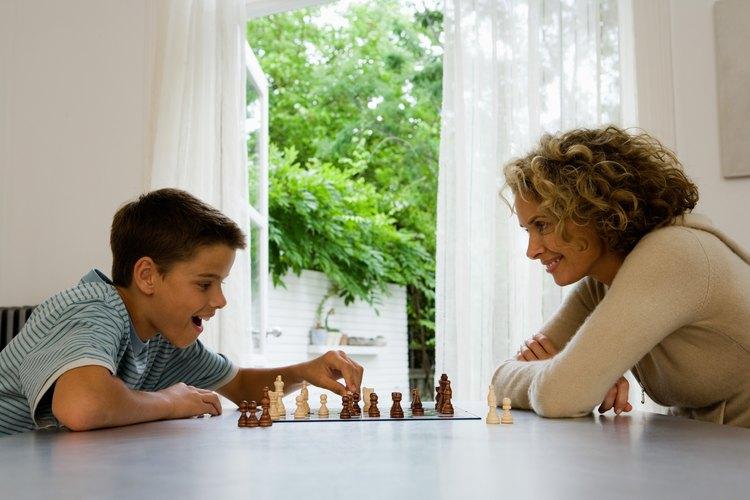 Los juegos de mesa ofrecen una excelente práctica de habilidades sociales para niños con necesidades especiales.
