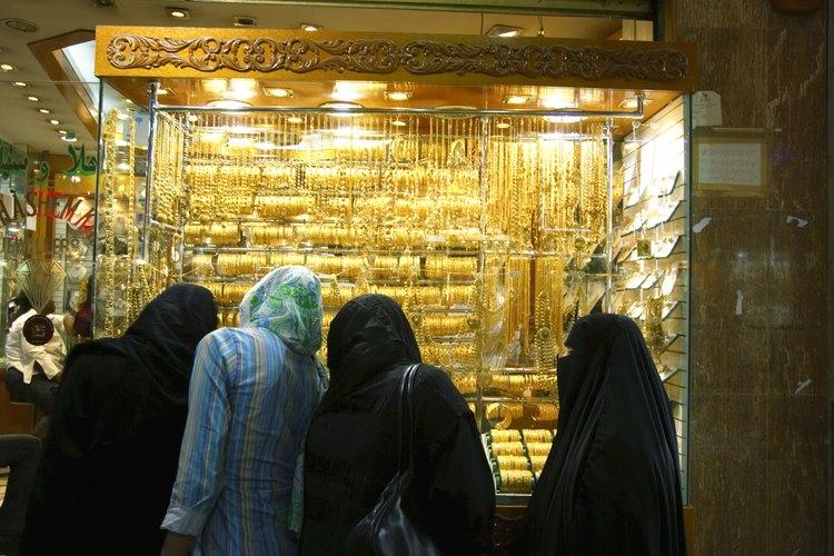 Muchas mujeres árabes, sin importar su religión, usan variaciones de pañuelos en la cabeza.
