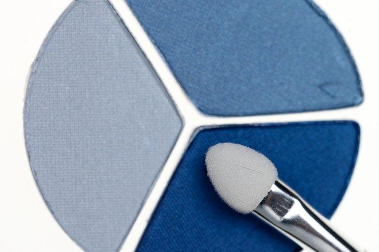 El delineador y la sombra azul eran populares en los setenta.