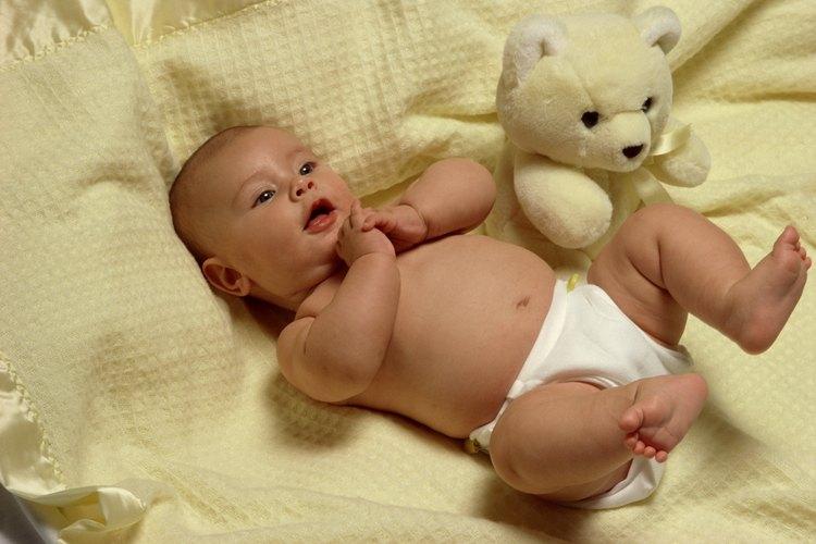 Los padres adoptivos pueden unirse con sus recién nacidos tan bien como los padres biológicos.