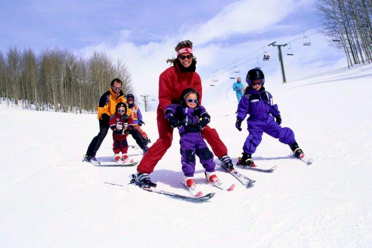 Las grandes pistas permiten a las familias esquiar en grupo.