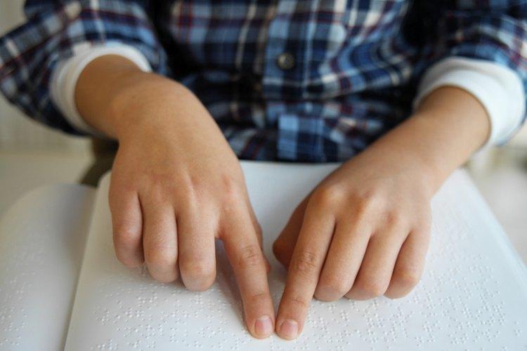 Agencias del área de Sacramento pueden ayudar a los niños con discapacidad visual con la instrucción Braille.
