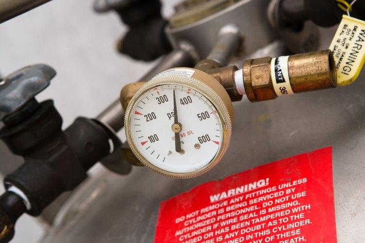 Calibra los manómetros para obtener resultados precisos.
