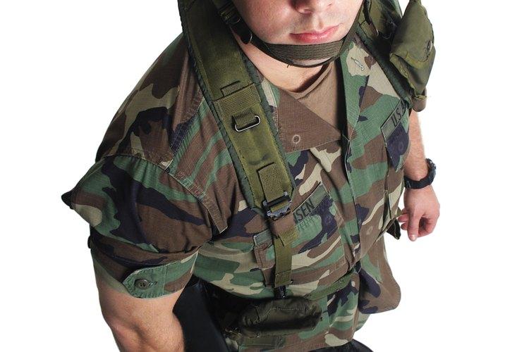 Los guardias que no se encuentran actualmente en servicio activo realizan prácticas militares 12 fines de semana al año.