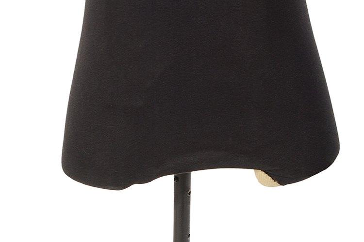 Muchas prendas drapeadas son de una pieza porque son más sencillas de remover y coser.