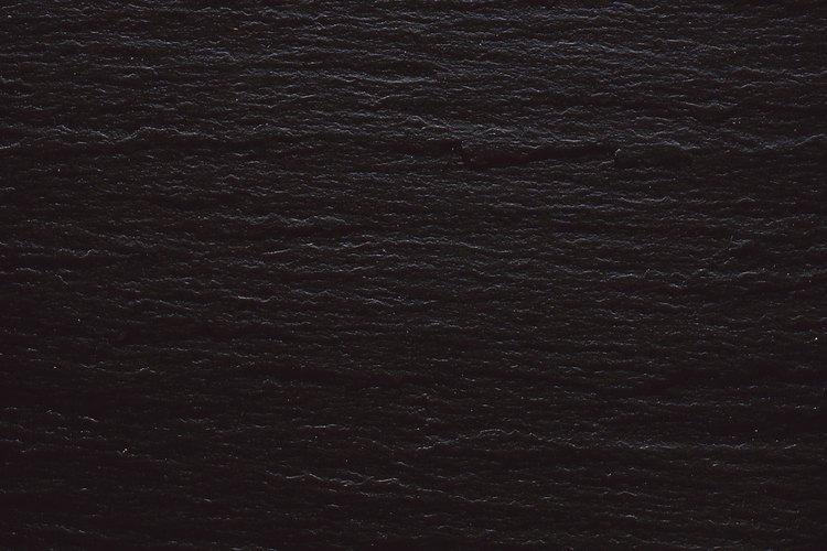 La laja es una roca de grano fino a menudo utilizado para suelos decorativos, chimeneas, techos, calzadas y aceras.