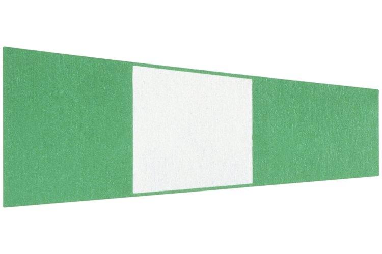 Para la decoración cuelga banderines de los colores representativos de la película.