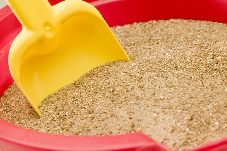 Deja suficiente espacio en la parte superior para que el agua se filtre y pase por la arena.