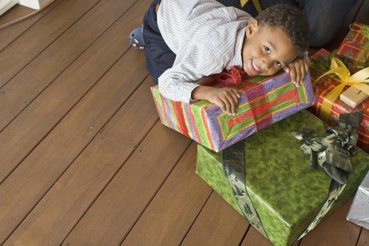 Si los niños reciben muchos regalos juntos, es probable que varios de ellos sean olvidados rápidamente.
