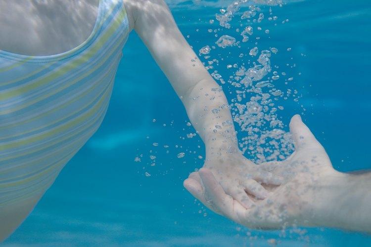 El ácido cianúrico excesivo puede conducir a una piscina insalubre.