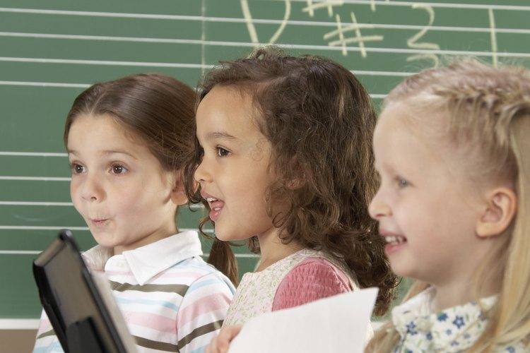 La American Speech, Language and Hearing Association recomienda el uso de canciones para ayudar a los niños a aprender el patrón y el ritmo del habla.