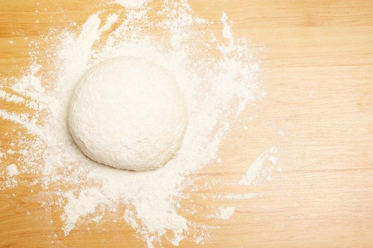 Prepara varios bollos de pan al mismo tiempo y congela la masa para usarla más tarde.