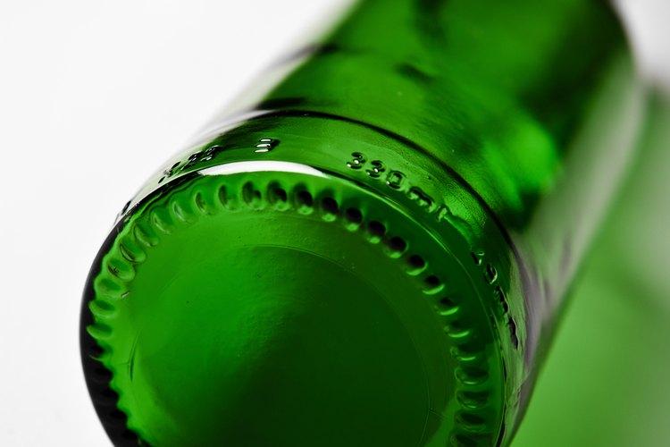 Aparte del color, el vidrio verde no tiene mucho en común con las esmeraldas.