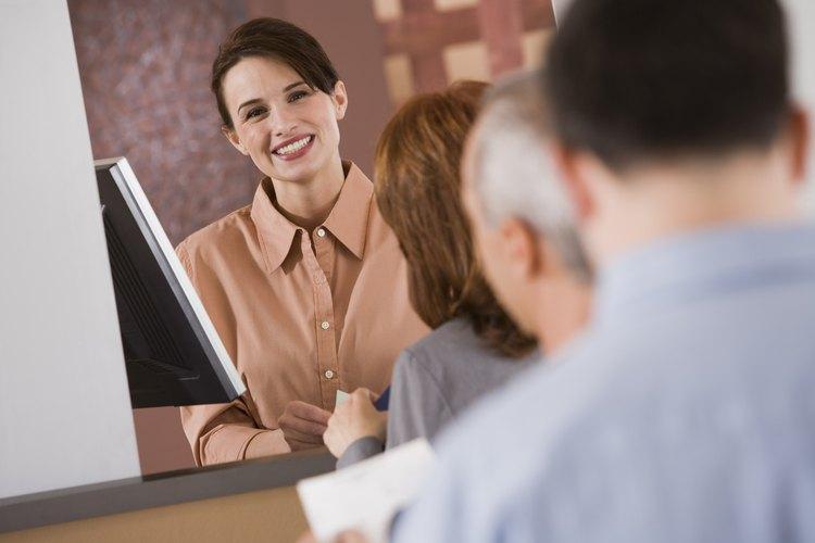 Los futuros cajeros de bancos tienen que pasar una prueba de evaluación antes de empezar el trabajo.