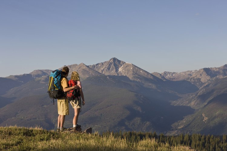 Llegar a la cima de una montaña es una metáfora para el éxito en la vida.