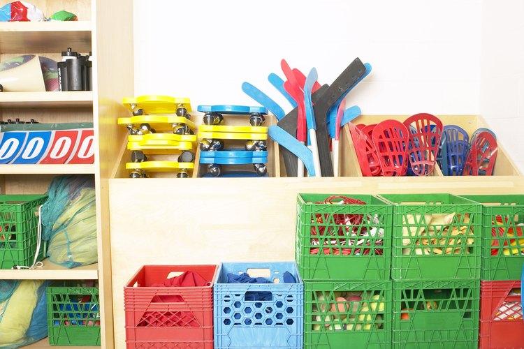 Las cajas de plástico son económicas pero un poco llamativas.