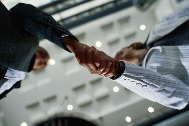 La economía ha hecho que sea difícil para los empleadores dar bonificaciones y elevar a los mejores empleados.