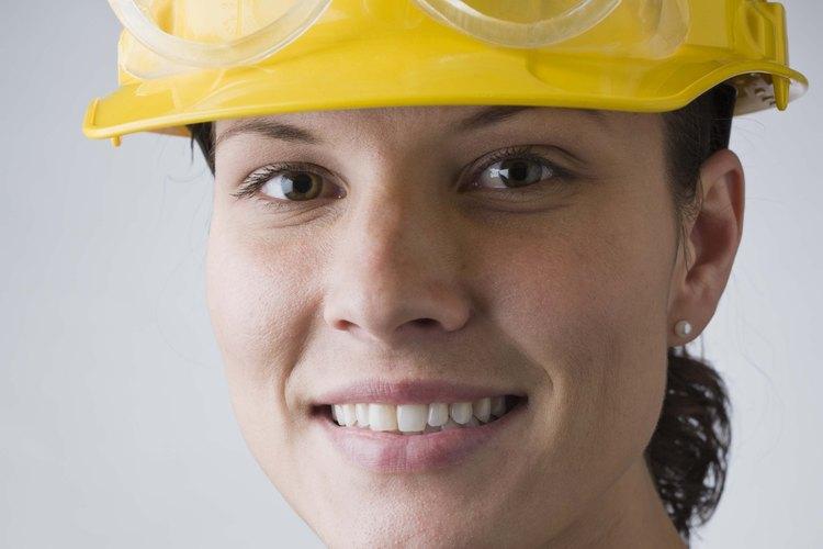 Las gafas de seguridad empañadas pueden hacer difícil o peligroso el trabajo.